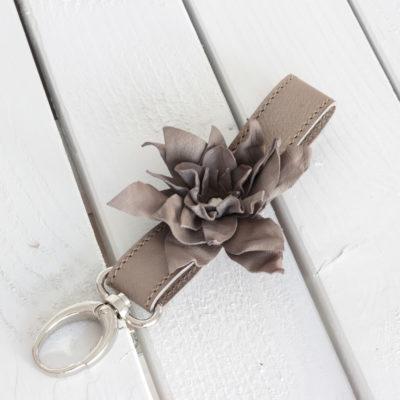 Leder Schlüsselanhänger mit Blume Taupe
