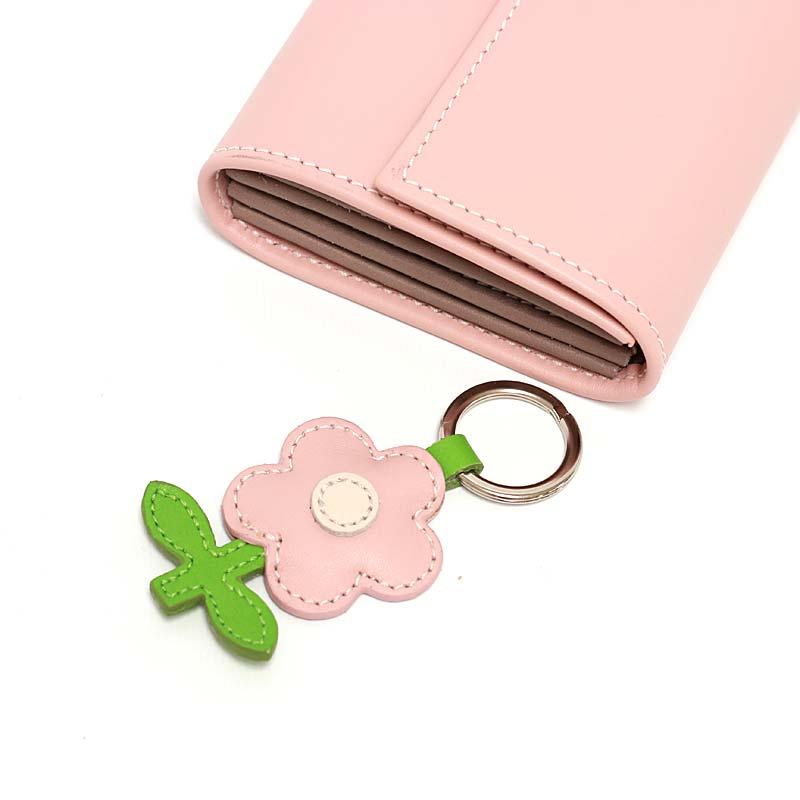 Leder Schlüsselanhänger in Blumenform Blush