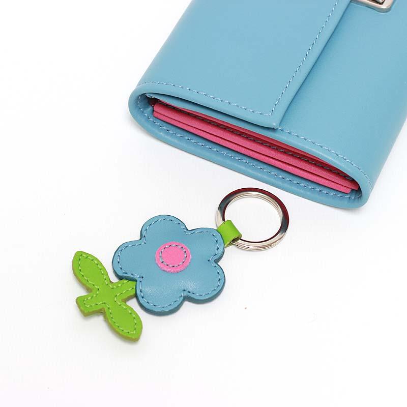 Leder Schlüsselanhänger in Blumenform Paris Blue