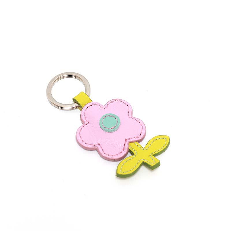 Leder Schlüsselanhänger in Blumenform Flieder Pastell