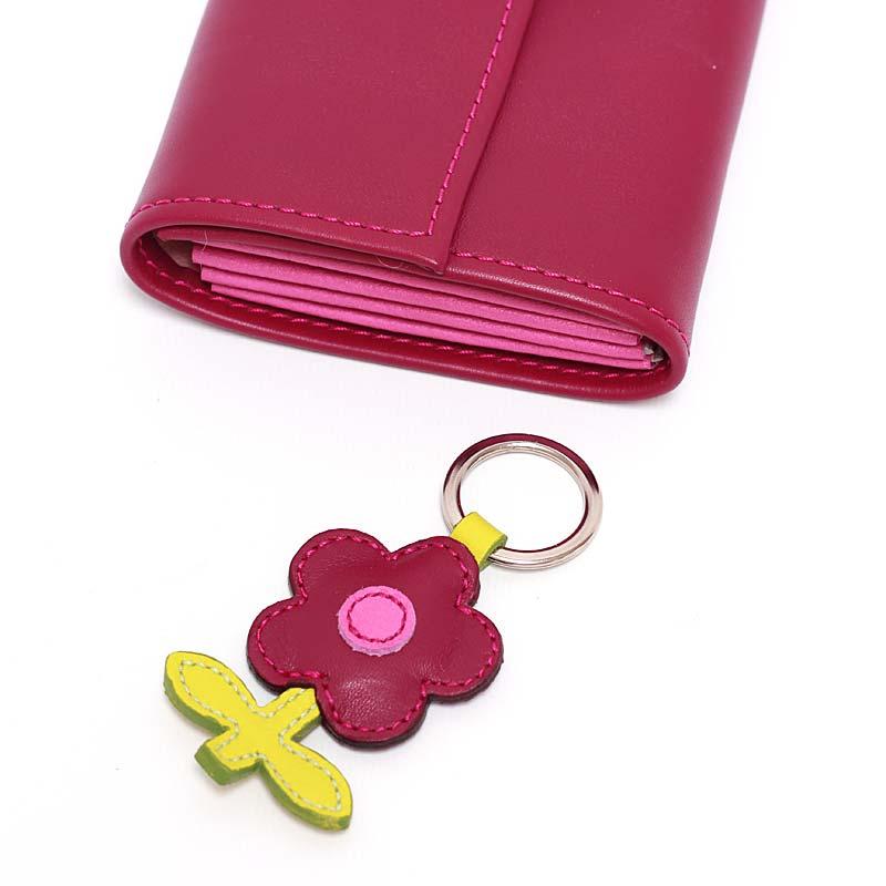 Leder Schlüsselanhänger in Blumenform Zwetschge