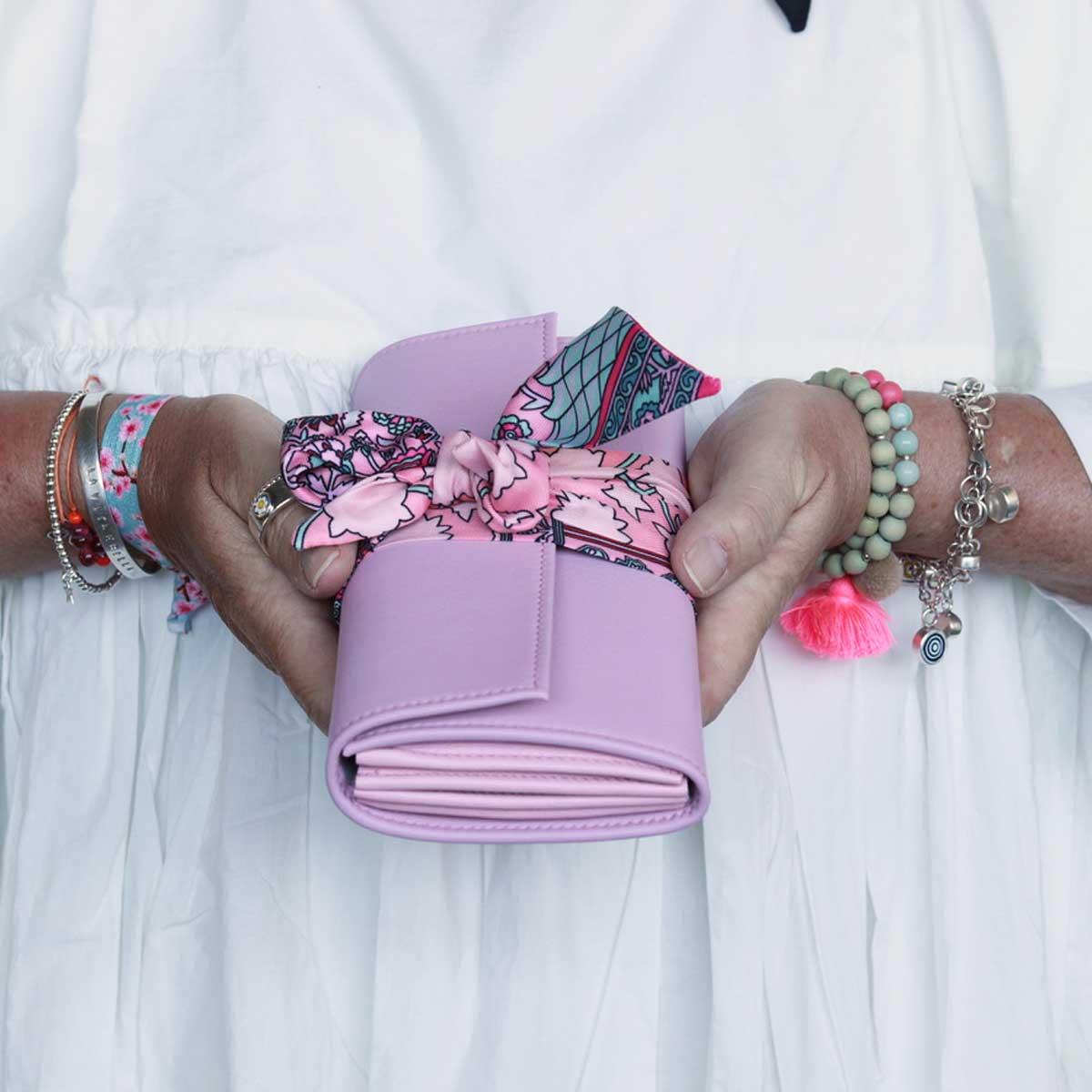 bunte portemonnaies elfenklang mit seinentuch