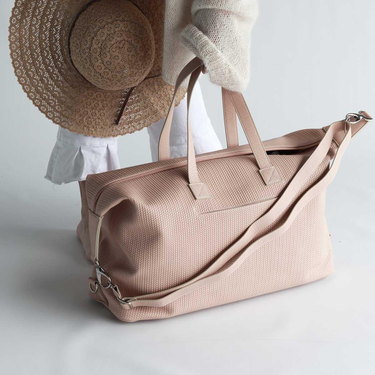 handgefertigtes reisegepäck aus leder modern clean